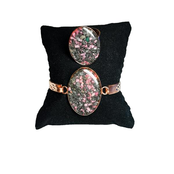 دستبند و انگشتر مسی طرح سنگ طوسی و صورتی